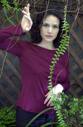 PICO VAN HOUTRYVE/Examiner 3/26/01 ex files:.Actress Carla Gugino was found in the garden behind Postrio, a restaurant in San Francisco's theater district, Monday, March 26, 2001.