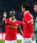 Nederland, Eindhoven, 29 maart 2014<br /> Eredivisie<br /> Seizoen 2013-2014 <br /> PSV-FC Groningen <br /> Memphis Depay van PSV geeft Bryan Ruiz een high five.