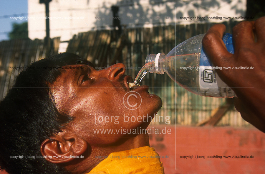 "Südasien Asien Indien IND .Mann trinken Wasser aus PET Flasche - Privatisierung Kapitalisierung von Resourcen Wasser Wasserknappheit Dürre Durst durstig Rohstoffe Mineralwasser Wassergeschäft Getränke Industrie Lebensmittel Lebensmittelkonzerne Vermarktung kostbares Gut Wasser xagndaz | .South Asia India .man drink bottled water from plastic PET bottle which is more expensive than milk in India - resource drinking Water thirst thirsty watershortage privatization drop .| [ copyright (c) Joerg Boethling / agenda , Veroeffentlichung nur gegen Honorar und Belegexemplar an / publication only with royalties and copy to:  agenda PG   Rothestr. 66   Germany D-22765 Hamburg   ph. ++49 40 391 907 14   e-mail: boethling@agenda-fototext.de   www.agenda-fototext.de   Bank: Hamburger Sparkasse  BLZ 200 505 50  Kto. 1281 120 178   IBAN: DE96 2005 0550 1281 1201 78   BIC: ""HASPDEHH"" ,  WEITERE MOTIVE ZU DIESEM THEMA SIND VORHANDEN!! MORE PICTURES ON THIS SUBJECT AVAILABLE!! INDIA PHOTO ARCHIVE: http://www.visualindia.net ] [#0,26,121#]"