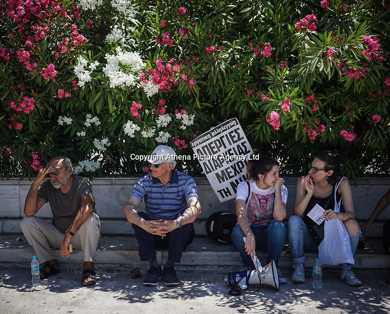 Pictured: Protesters in Athens, Greece. Wednesday 30 May 2018<br /> Re: A 24-hour general strike called by Greece's labour unions to protest against the government's ongoing austerity, Athens, Greece.