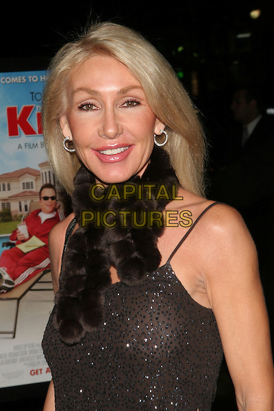 "LINDA THOMPSON.""The Kid & I"" Los Angeles Premiere - Arrivals held at Grauman's Chinese Theatre.  Hollywood, California..USA, United States..28th November 2005.Ref:ADM/ZL.portrait headshot brown sparkly top scarf fur smiling .www.capitalpictures.com.sales@capitalpictures.com.© Capital Pictures."