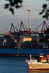 GERMANY Hamburg, Nordex wind turbine in container harbour/ DEUTSCHLAND, Windkraftanlage Nordex im Hafen