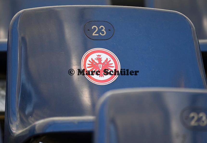 Logo auf dem Sitz im Innenraum der Commerzbank Arena - 16.05.2020, Fussball 1.Bundesliga, 26.Spieltag, Eintracht Frankfurt  - Borussia Moenchengladbach emspor, v.l. Stadionansicht / Ansicht / Arena / Stadion / Innenraum / Innen / Innenansicht / Videowall<br /> <br /> <br /> Foto: Jan Huebner/Pool VIA Marc Schüler/Sportpics.de<br /> <br /> Nur für journalistische Zwecke. Only for editorial use. (DFL/DFB REGULATIONS PROHIBIT ANY USE OF PHOTOGRAPHS as IMAGE SEQUENCES and/or QUASI-VIDEO)