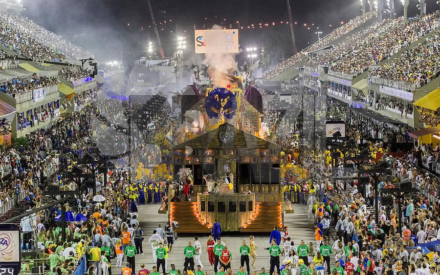 RIO DE JANEIRO, RJ, 17.02.2015 - CARNAVAL 2015 - RIO DE JANEIRO - GRUPO ESPECIAL /  UNIDO DA TIJUCA- Carro da comissão de frente da escola de samba Unido da Tijuca durante desfile do grupo Especial do Carnaval do Rio de Janeiro, na madrugada desta terça-feira (17). ( Foto: Paulo Lisboa / Brazil Photo Press).