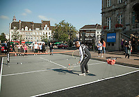 17-9-09, Netherlands,  Maastricht, Tennis, Daviscup Netherlands-France, Straattennisop de markt met Jan Siemerink