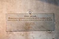 Europe/France/Aquitaine/64/Pyrénées-Atlantiques/Pays-Basque/Sare: A l'intérieur de l'église, plaque en l'honneur de Pedro Exular, auteur de Guero un classique de la littérature basque paru en 1643