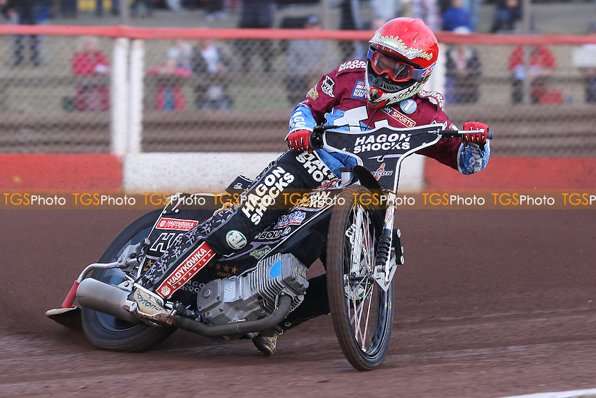 Heat 1: Lee Richardson in action for Lakeside - Lakeside Hammers vs Swindon Robins - Elite League Speedway at Arena Essex Raceway - 12/08/11 - MANDATORY CREDIT: Gavin Ellis/TGSPHOTO - Self billing applies where appropriate - 0845 094 6026 - contact@tgsphoto.co.uk - NO UNPAID USE.