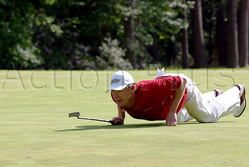 30 May, 2004: Swedish golfer JOAKIM HAEGGMAN (SWE) lies on his stomach, lining up a putt during the final round. Haeggman finished in third place on 16 under par. Volvo PGA Championship at Wentworth Photo: Glyn Kirk/Action Plus...golf  player 040530