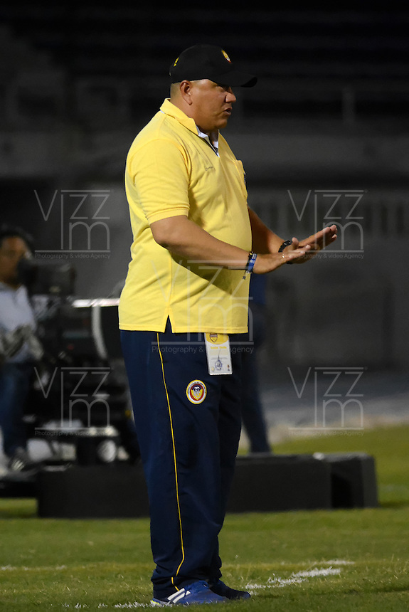 BARRANQUILLA  -COLOMBIA, 2-FEBRERO-2015. Calixto Chiquillo  director tecnico  de Uniautonoma   durante partido contra Alianza Petrolera   por la fecha 1 de la Liga &ccedil;guila I 2015 jugado en el estadio Metropolitano  de la ciudad de Barranquilla./ Calixto Chiquillo  coach of Uniautonoma   during the match against Alianza Petrolera  for the first date of the Aguila League I 2015 played at Metropolitano  stadium in Barranquilla city<br />  . Photo / VizzorImage / Alfonso Cervantes / Stringer