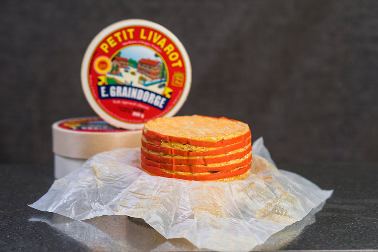 Say Cheese Product shots , Smelly Cheese shop,  E Graindorge Petit Lavarot . Photo: Nick Clayton