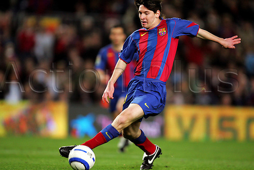 17.04.2005  Lionel Messi (FC Barcelona) am Ball;