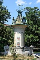 Litfaßsäule im Stadtpark, Wien, Österreich, UNESCO-Weltkulturerbe<br /> Lifaß column in the Stadtpark, Vienna, Austria, world heritage
