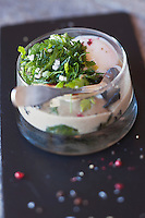 Europe/France/Rhone-Alpes/73/Savoie/Val-Thorens: L'oeuf 50/66) plein air, sur lit d'épinards frais  et  morilles -   recette de Josselin Jeanblanc, Restaurant: Le Chalet de la Marine
