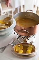 Europe/France/Provence-Alpes-Côte d'Azur/06/Alpes-Maritimes/Antibes: Restaurant: De Bacon - Service au guéridon de la Bouillabaisse