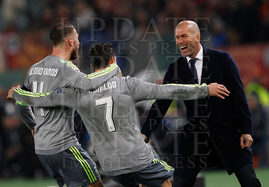 Calcio, andata degli ottavi di finale di Champions League: Roma vs Real Madrid. Roma, stadio Olimpico, 17 febbraio 2016.<br /> Real Madrid's Cristiano Ronaldo, center, celebrates with teammate Sergio Ramos, left, and coach Zinedine Zidane, after scoring during the first leg round of 16 Champions League football match between Roma and Real Madrid, at Rome's Olympic stadium, 17 February 2016.<br /> UPDATE IMAGES PRESS/Riccardo De Luca