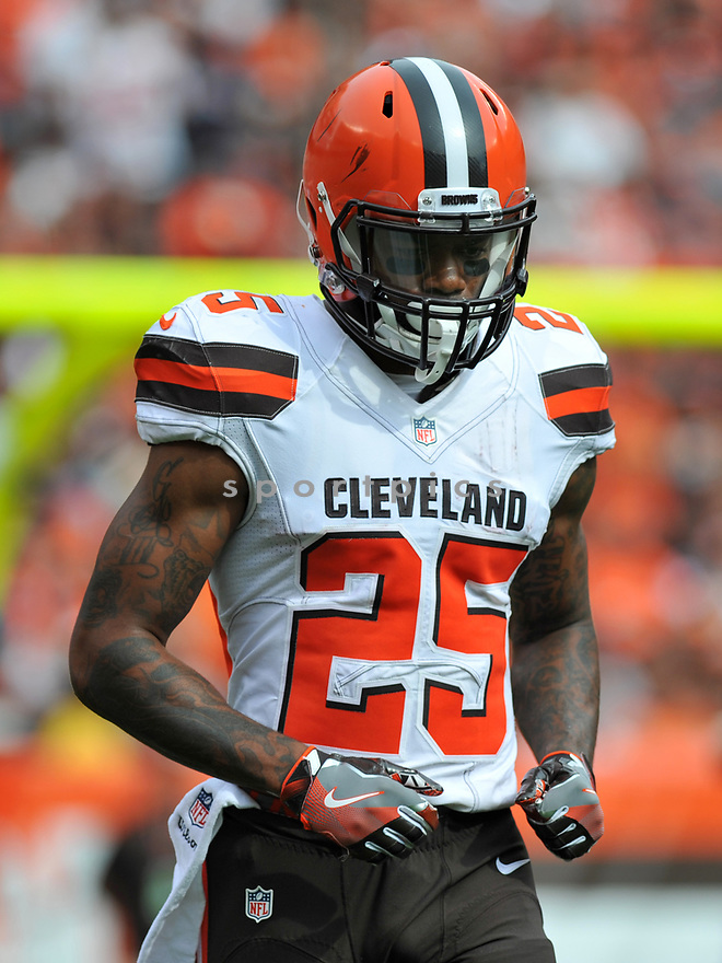 CLEVELAND, OH - JULY 18, 2016: Running back George Atkinson III #25 of the Cleveland Browns walks off the field in the fourth quarter of a game against the Baltimore Ravens on July 18, 2016 at FirstEnergy Stadium in Cleveland, Ohio. Baltimore won 25-20. (Photo by: 2017 Nick Cammett/Diamond Images)  *** Local Caption *** George Atkinson III(SPORTPICS)
