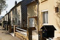 Ensemble de maisons construite par leurs occupants, les Castors, dans les années cinquante