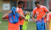 FUSSBALL  1. BUNDESLIGA   SAISON  2012/2013   Trainingsauftakt beim FC Bayern Muenchen 03.07.2012 Xherdan Shaqiri (FC Bayern Muenchen) kaempft mit dem Leibchen