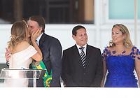 BRASILIA, DF, 01.01.2019 - BOLSONARO-POSSE- O presidente Jair Bolsonaro beija sua esposa Michelle Bolsonaro na posse presidencial presidencial para o presidente empossado, Jair Bolsonaro, nesta terça-feira, 01.(Foto:Ed Ferreira / Brazil Photo Press)
