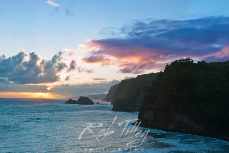 USA, HI, Kohala, Pololu Valley Sunrise