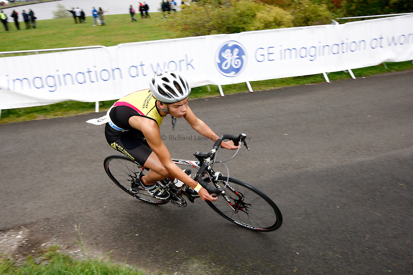 Photo: Richard Lane/Richard Lane Photography. GE Parc Bryn Bach Triathlon. 19/09/2010. IRC Youth Men Race cycling.