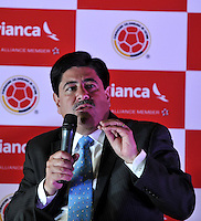 BOGOTA – COLOMBIA – 23-04-2014: Luis Bedoya, Presidente de la Federacion Colombiana de Futbol, durante la firma de la alianza  para transportar a la Selección Colombia de fútbol a la Copa Mundial de la FIFA Brasil 2014.  / Luis Bedoya, President of the Colombian Soccer Federation, during the signing of the alliance to transport Colombia soccer team to the World Cup Brazil 2014. / Photo: VizzorImage / Luis Ramirez / Staff.