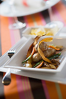 """Europe/France/Rhône-Alpes/73/Savoie/Env de  : et champignons , polenta  au parmesan , recette de Gilles Hérard chef du restaurant """"La Maison rouge"""" de l'Hotel """" Altedia Lodge"""""""