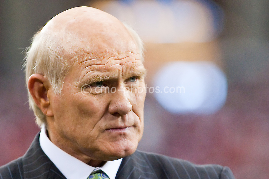 Jan 18, 2009; Glendale, AZ, USA; NFL on FOX analyst Terry Bradshaw watches the NFC Championship Game between the Philadelphia Eagles and the Arizona Cardinals from the sidelines of University of Phoenix Stadium.  The Cardinals won the game 32-25 to advance to Super Bowl XLIII.
