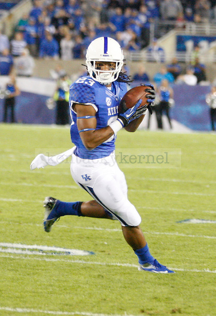 Kentucky Wildcats Darryl Collins runs with the ball at the University of Kentucky football vs.  South Carolina at Commonwealth Stadium in Lexington, Ky., on Saturday, September 29, 2012. Photo by Tessa Lighty | Staff
