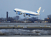 Chicago, IL - January 4, 2009 -- The United States Government Boeing 757 carrying United States President-elect Barack Obama takes off from Midway Airport in Chicago, Illinois, USA, bound for Washington, DC 04 January 2009. Obama will join his wife and children who are already in Washington as he prepares to take the oath of office on 20 January. . .Credit: Tannen Maury - Pool via CNP