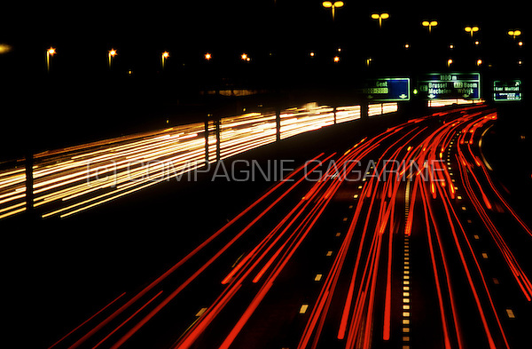 R1 Ring highway around Antwerp at night (Belgium, 15/09/2006)