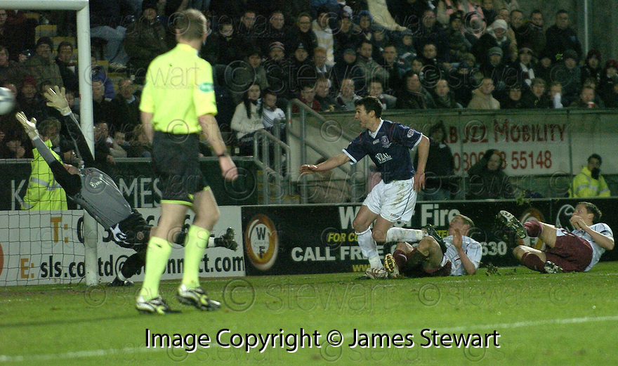 29/12/2007    Copyright Pic: James Stewart.File Name : sct_jspa06_falkirk_v_hearts.CARL FINNIGAN SCORES FALKIRK'S FIRST GOAL....James Stewart Photo Agency 19 Carronlea Drive, Falkirk. FK2 8DN      Vat Reg No. 607 6932 25.Office     : +44 (0)1324 570906     .Mobile   : +44 (0)7721 416997.Fax         : +44 (0)1324 570906.E-mail  :  jim@jspa.co.uk.If you require further information then contact Jim Stewart on any of the numbers above.........