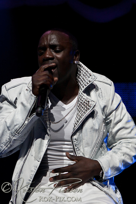 Akon performance at the Dunkin Donuts Center in Providence for the OMG-Tour.