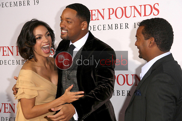 Rosario Dawson with Will Smith and Alfonso Ribeiro <br /> at the Los Angeles Premiere of 'Seven Pounds'. Mann Village Theatre, Westwood, CA. 12-16-08<br /> Dave Edwards/DailyCeleb.com 818-249-4998