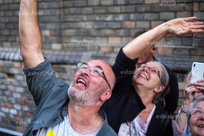 UNGARN, 13.09.2019, Budapest VIII. Bezirk. Nachdem der Buergermeisterkandidat des Josephstadt, András Pikó, von Fidesz und der Regierungspresse mit falschen Anschuldigungen angegriffen wurde, kommt es in der Práter utca zu einer Solidaritaetsdemo der vereinten Opposition: Pikó (Buergerinitiative C8) mit Waehlern und Anhaengern. Die Stadtratswahl findet am 13. Oktober statt. | After the district 8 mayor's candidate Andras Piko was slammed with false allegations by Fidesz and the government press, a joint opposition solidarity demonstration is held in Prater street: Piko (civil organization C8) with voters and fans. Local elections are due on October 13.<br /> © Martin Fejer/estost.net