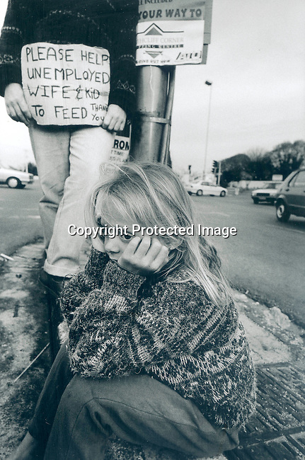 sipover20120 .Social Issues. Poverty. A white beggar with his daughter in Johannesburg 11/98 next to the street. A placard with the message: Please help unemployed wife and kid to feed, Thank you..©Per-Anders Pettersson/iAfrika Photos
