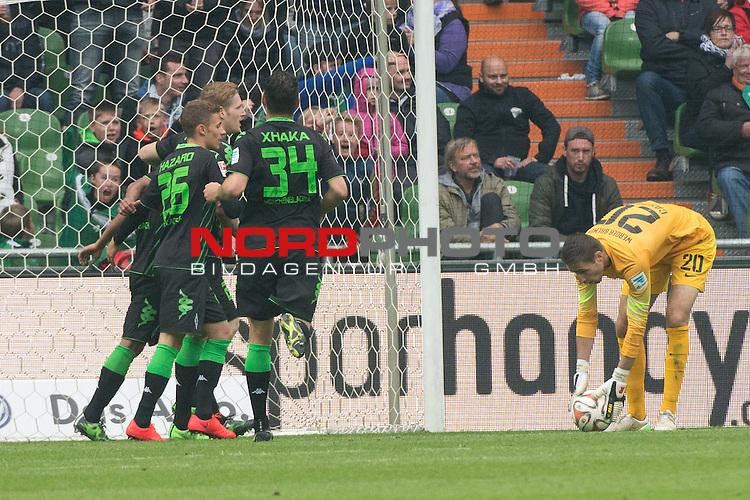 16.05.2015, Weser Stadion, Bremen, GER, 1.FBL. Werder Bremen vs Borussia Moenchengladbach, im Bild<br /> <br /> 0 zu 2 durch Raffael (Borussia M&ouml;nchengladbach) <br /> jubel Raffael (Borussia M&ouml;nchengladbach)<br /> Amin Younes (Borussia M&ouml;nchengladbach)<br /> Granit Xhaka (Borussia M&ouml;nchengladbach)<br /> entt&auml;uscht / enttaeuscht / traurig / Koen Casteels (Bremen #20)<br /> <br /> tt&auml;uscht / traurig / Koen Casteels (Bremen #20)<br /> <br /> Foto &copy; nordphoto / Kokenge