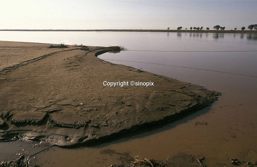 The Yellow River starts to run dry near Baotou in Inner Mongolia. Droughts and desertification are causing serious environmental problems in China...HENLEY / SINOPIX