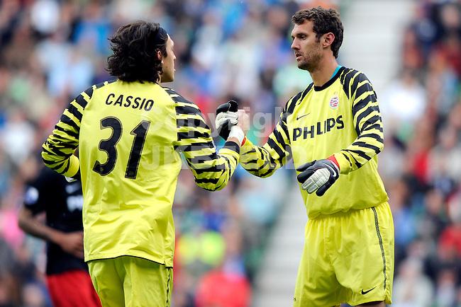 GRONINGEN - voetbal , FC Groningen - PSV ,  Eredivisie , stadion Euroborg , seizoen 2010-2011 , 15-05-2011 , PSV doelman Andreas Isaksson wordt gewisseld voor PSV doelman Cassio Ramos.