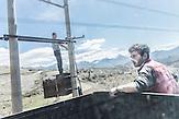 Stromdiebstahl, Burrisht, Shpati, 2013, Strom wird  in Albanien hauptsächlich aus Wasserkraft gewonnen. Zu kommunistischen Zeiten wurde das Land elektrifiziert. Die Infrastruktur kann aber mit dem hohen Verbrauch heutzutage nicht mithalten