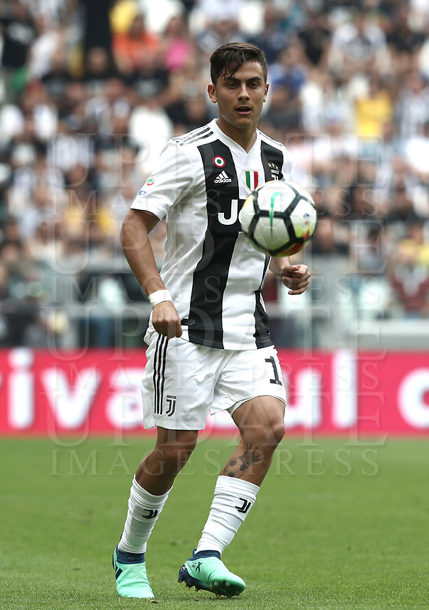 Calcio, Serie A: Juventus - Hellas Verona, Torino, Allianz Stadium, 19 maggio, 2018.<br /> Juventus' Paulo Dybala in action during the Italian Serie A football match between Juventus and Hellas Verona at Torino's Allianz stadium, 19 May, 2018.<br /> Juventus won their 34th Serie A title (scudetto) and seventh in succession.<br /> UPDATE IMAGES PRESS/Isabella Bonotto