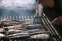 Europe/France/Normandie/Haute-Normandie/76/Seine-Maritime/Fécamp: lors de la fète du Hareng le poisson grille sur les étals