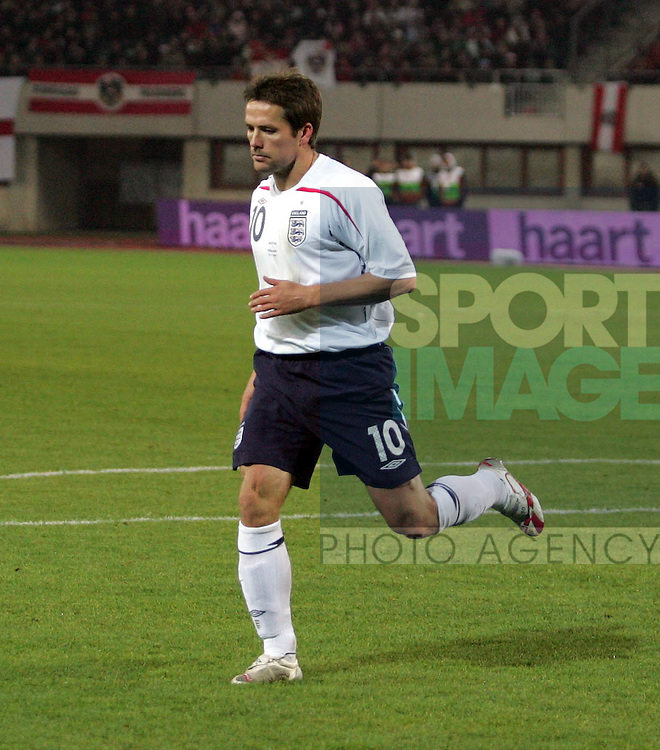 England's Michael Owen pulls his thigh