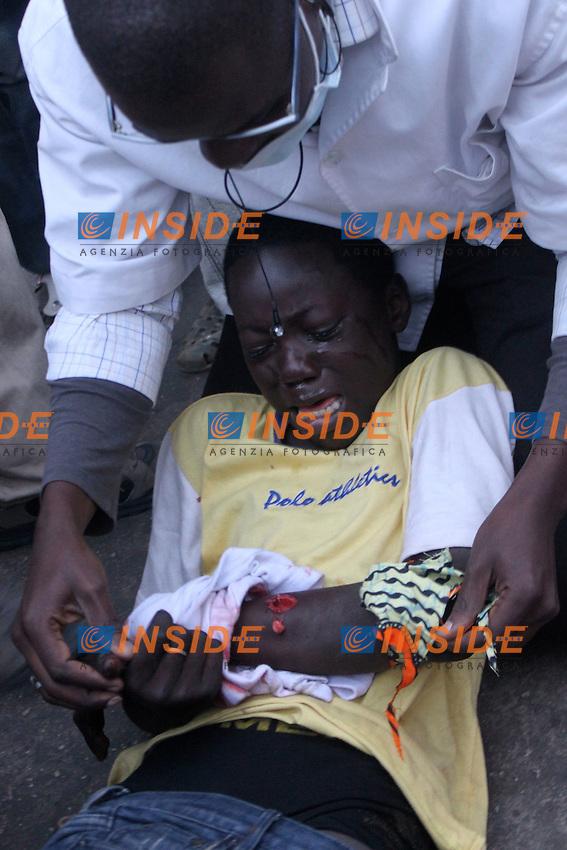 Bambino ferito da una granata.Dakar ( Senegal ) 18/2/2012.Manifestazioni Antigovernative .Foto Insidefoto / Philippe Lemire / Panoramic.ITALY ONLY