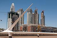 Buenos Aires, Argentina...Imagens da cidade de Buenos Aires, capital da Argentina. Puente de la Mujer - Puerto Madero - Rio de la Prata - Buenos Aires...The Puente de la Mujer (Spanish for Womans Bridge) is a footbridge in the Puerto Madero district of Buenos Aires...Foto: LEO DRUMOND / NITRO