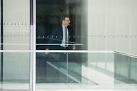 Gesundheitsminister Jens Spahn, CDU, waehrend einer ausserordentlichen Sitzung der Fraktion nachdem es zwischen der CDU und der CSU zum Streit ueber den Umgang mit Fluechtlingen gab. Die Sitzung des Deutschen Bundestag wurde aufgrund dieses Streit auf Antrag der CDU/CSU-Fraktion fuer mehrere Stunden unterbrochen. Die Fraktionen von CDU und CSU tagten getrennt.<br /> 14.6.2018, Berlin<br /> Copyright: Christian-Ditsch.de<br /> [Inhaltsveraendernde Manipulation des Fotos nur nach ausdruecklicher Genehmigung des Fotografen. Vereinbarungen ueber Abtretung von Persoenlichkeitsrechten/Model Release der abgebildeten Person/Personen liegen nicht vor. NO MODEL RELEASE! Nur fuer Redaktionelle Zwecke. Don't publish without copyright Christian-Ditsch.de, Veroeffentlichung nur mit Fotografennennung, sowie gegen Honorar, MwSt. und Beleg. Konto: I N G - D i B a, IBAN DE58500105175400192269, BIC INGDDEFFXXX, Kontakt: post@christian-ditsch.de<br /> Bei der Bearbeitung der Dateiinformationen darf die Urheberkennzeichnung in den EXIF- und  IPTC-Daten nicht entfernt werden, diese sind in digitalen Medien nach &szlig;95c UrhG rechtlich geschuetzt. Der Urhebervermerk wird gemaess &szlig;13 UrhG verlangt.]