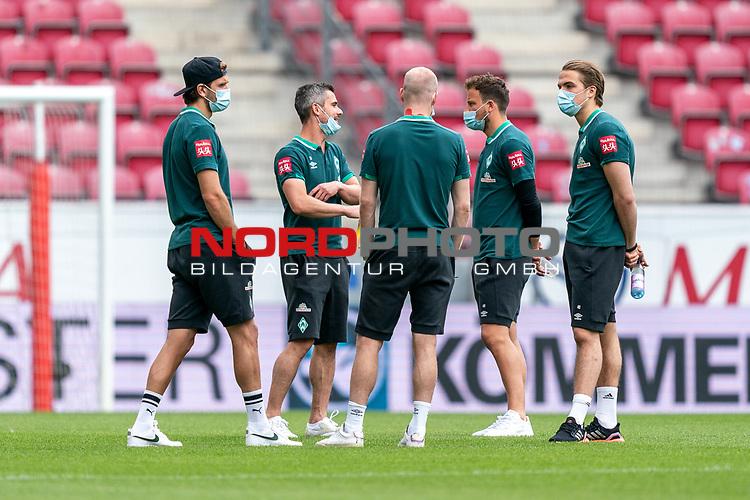 Niclas Füllkrug / Fuellkrug (Werder Bremen #11), Fin Bartels (Werder Bremen #22), Davy Klaassen (Werder Bremen #30), Philipp Bargfrede (Werder Bremen #44), Luca Plogmann (Werder Bremen #40), bei der Stadionbesichtigung vor dem Spiel<br /> <br /> <br /> Sport: nphgm001: Fussball: 1. Bundesliga: Saison 19/20: 33. Spieltag: 1. FSV Mainz 05 vs SV Werder Bremen 20.06.2020<br /> <br /> Foto: gumzmedia/nordphoto/POOL <br /> <br /> DFL regulations prohibit any use of photographs as image sequences and/or quasi-video.<br /> EDITORIAL USE ONLY<br /> National and international News-Agencies OUT.