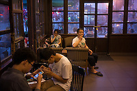 Chinese enjoy coffee at Starbucks in Wuxi, Jiangsu province, in June, 2014.