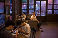 Chinese enjoy coffee at Starbucks in Wuxi, Jiangsu province, in June, 2014.