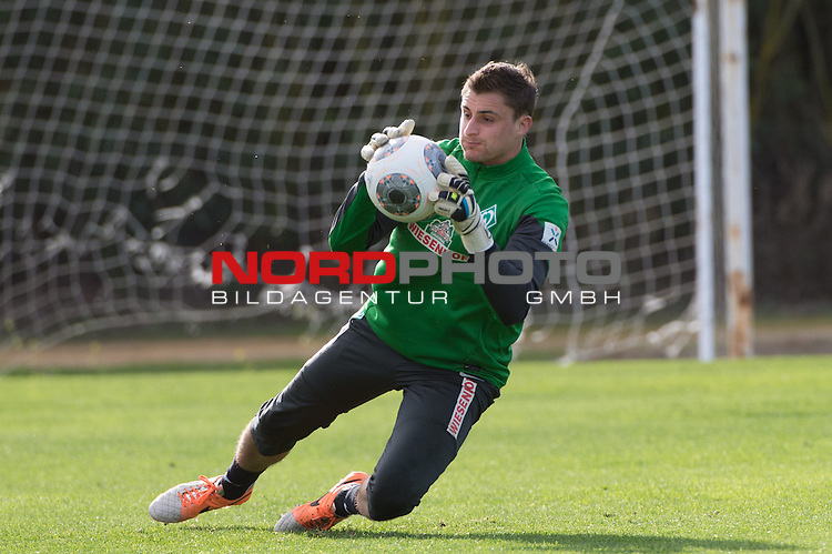 Trainingsgel&auml;nde, Jerez, ESP, 1.FBL, Trainingslager Werder Bremen 2014,  13.01.2014, <br /> <br /> Sebastian Mielitz (Bremen #1)<br /> <br /> Foto &copy; nordphoto/ Kokenge